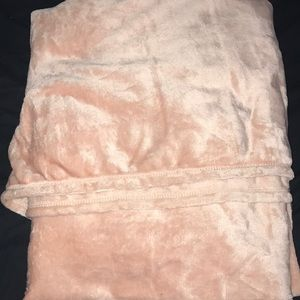 NWT Velvet Pink Throw 125cm x 150cm